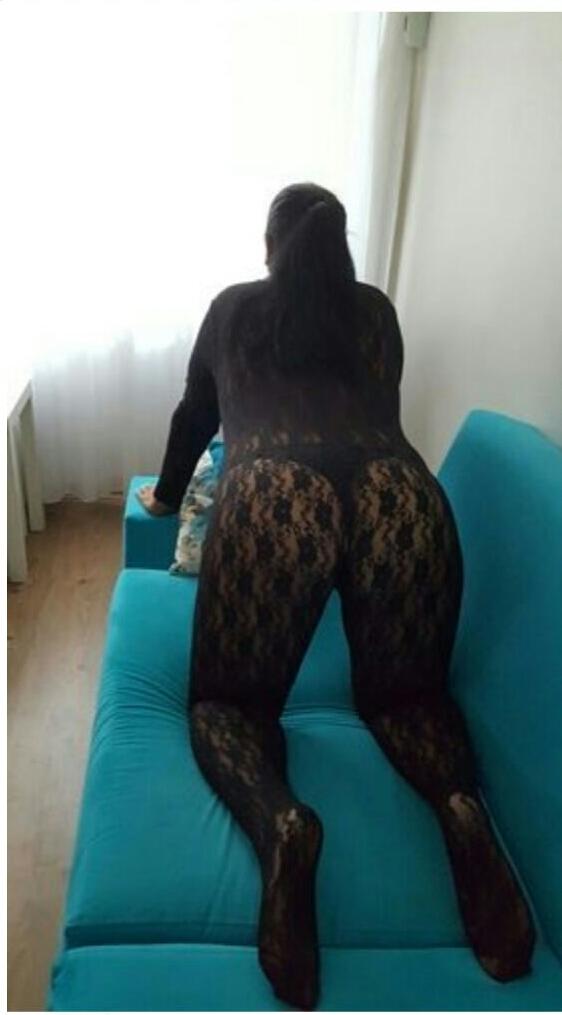 Cazibeli kumral kadın Nurcan