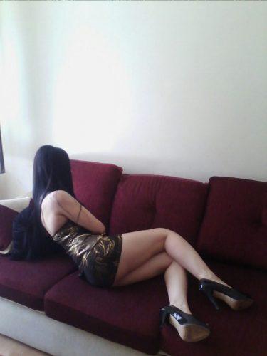 Kaliteli evinde buluşan kız Iffet